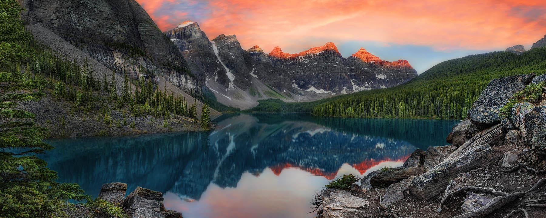 Lake Moraine ar Sunrise