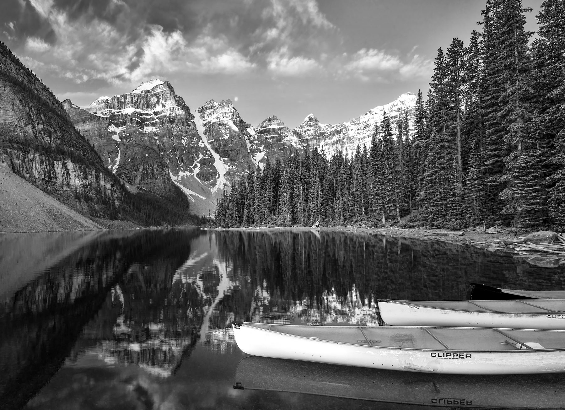 lake-moraine-black_and_white